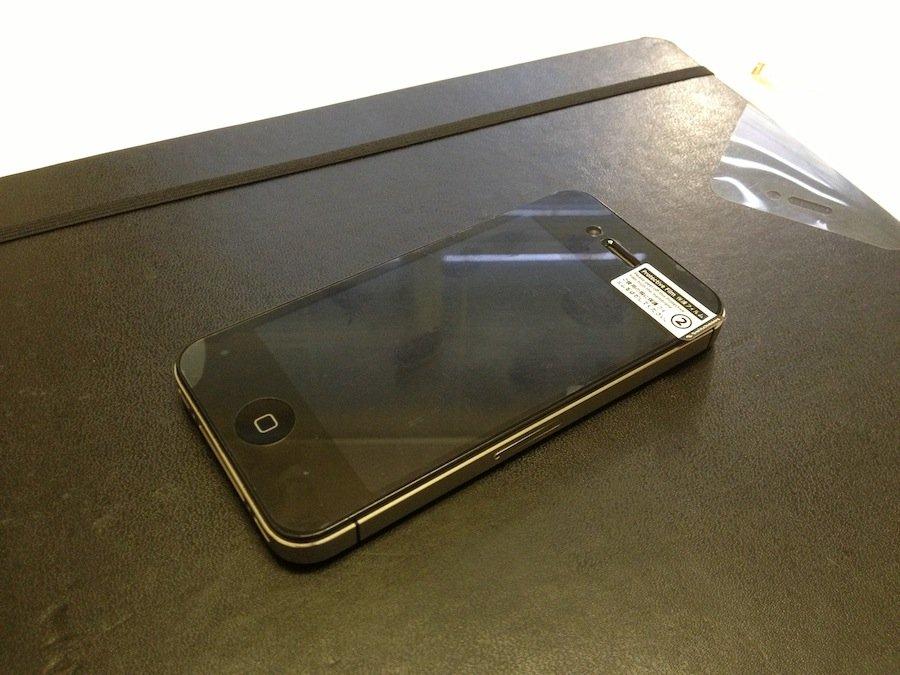 Как правильно наклеить защитную пленку на Apple iPhone?