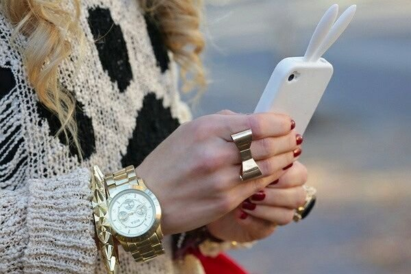Почему девушки любят айфон?