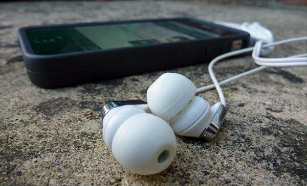 Как удалить музыку с айфона?