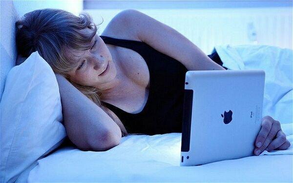 Почему не стоит читать iPad перед сном?