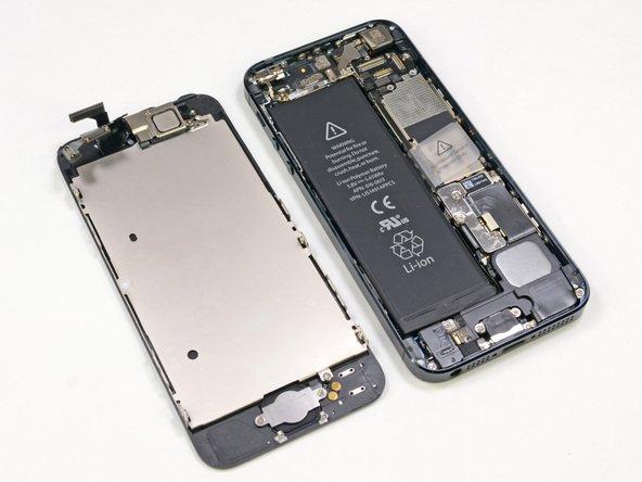 iPhone разделён на две части