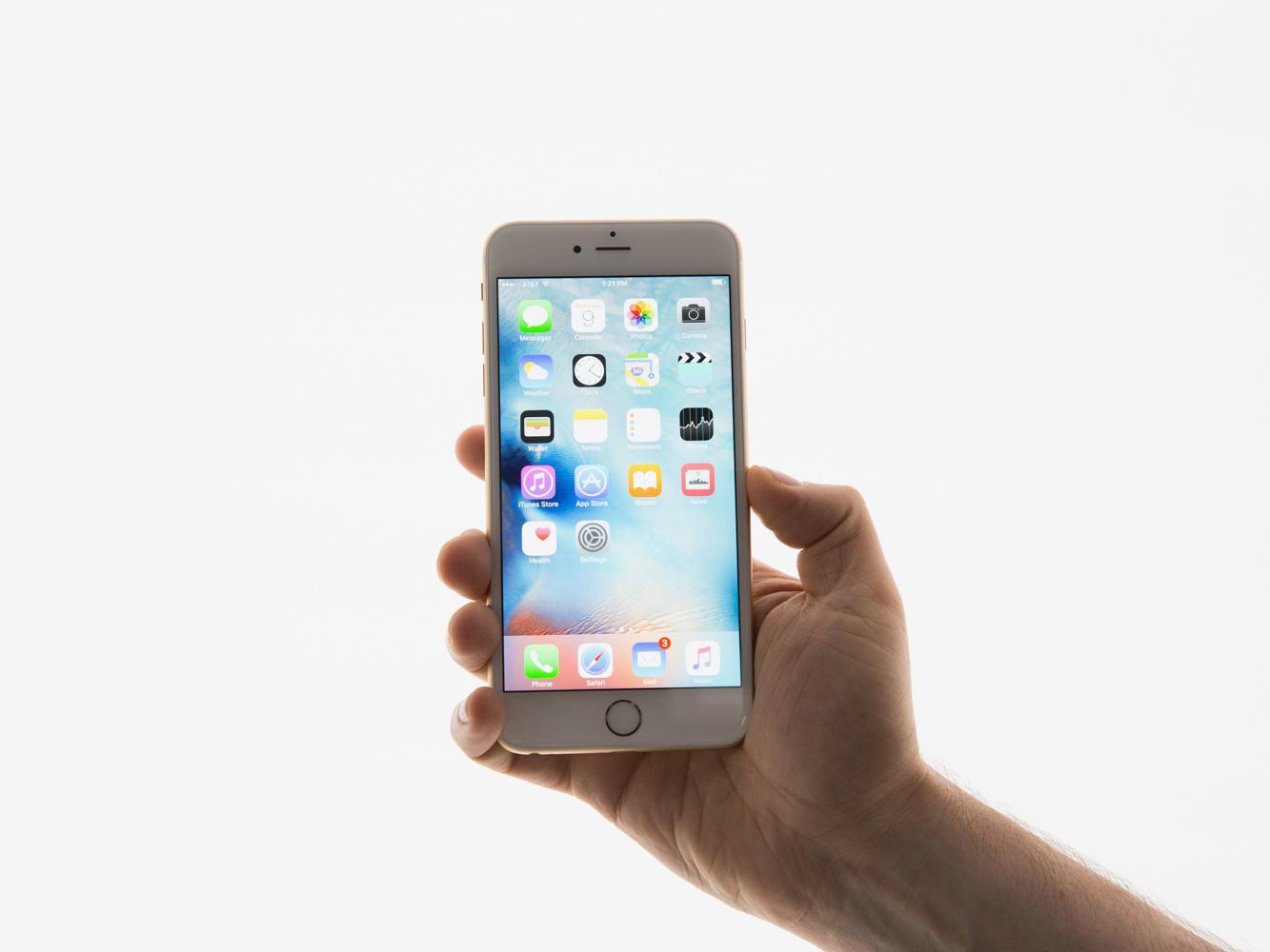 Как добавить фотографии в уже созданный альбом на iPhone?