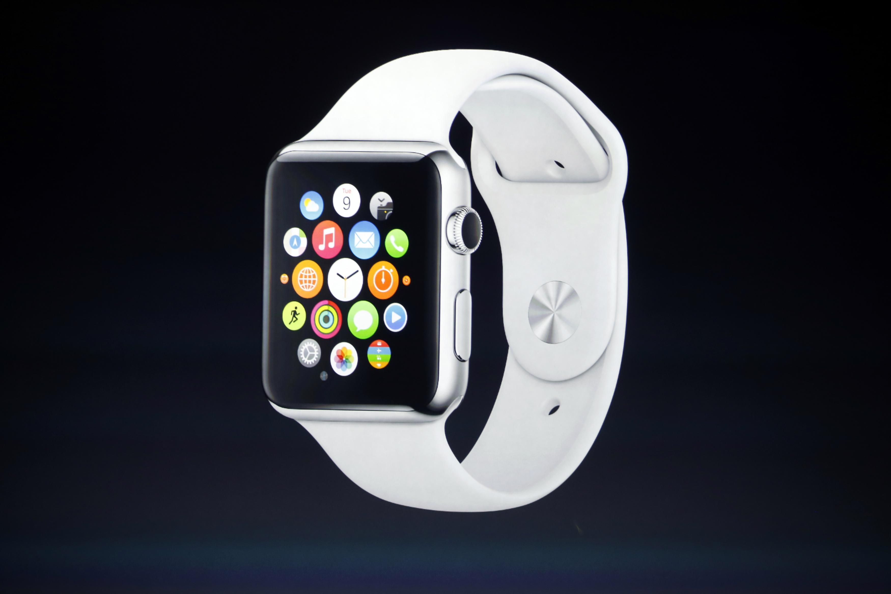 Глава Apple показал «умные» часы китайскому министру