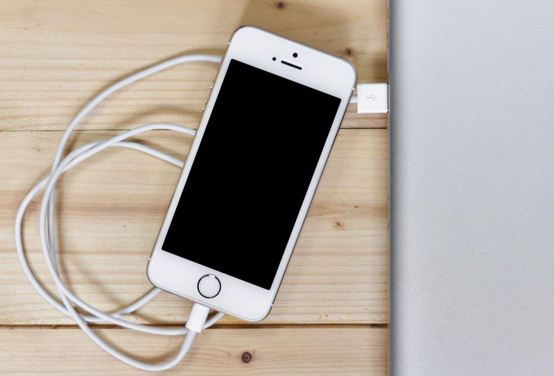 Почему iPhone или iPad не заряжается, что делать?