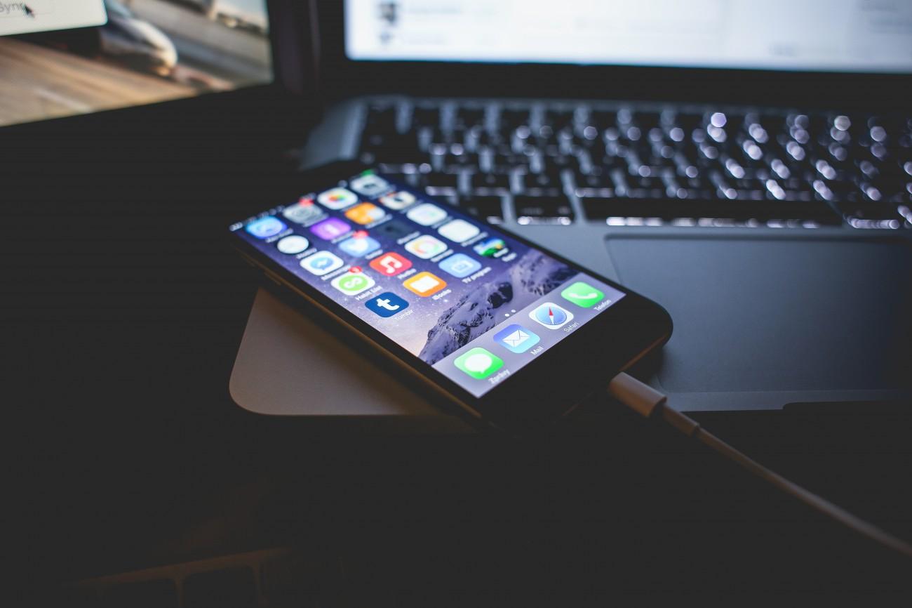 айфон подключен к компьютеру
